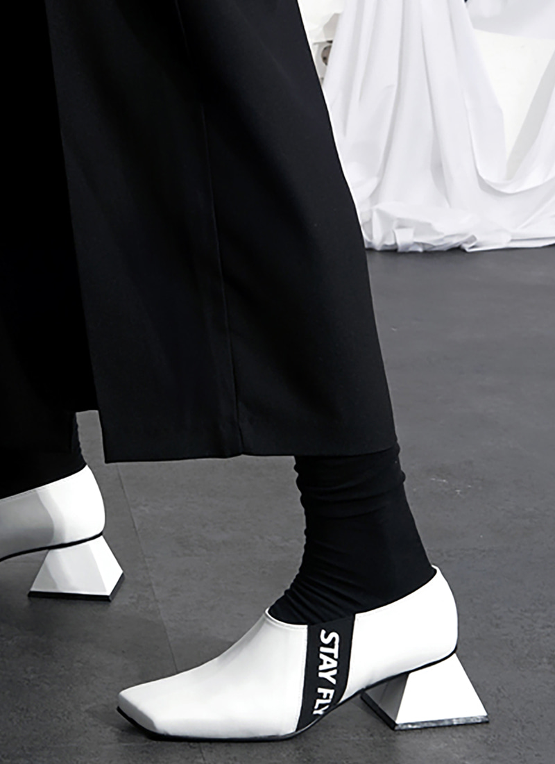 [MODERN LINE]HEALER'S MESSAGE PUMPS_WH